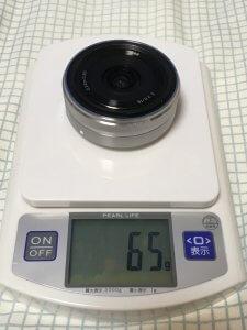 SEL16F28の質量は65g