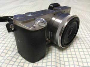 α6000にSEL16F28を装着した外観