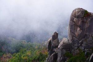 山梨県の瑞牆山(みずがきやま)山頂からみた景色