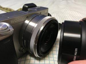 SEL16F28にワイコンを装着するには赤い印を合わせる