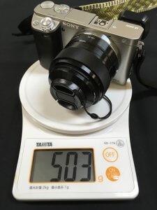 α6000に装着したSEL35F18の質量(インナーフード、フロントキャップあり)