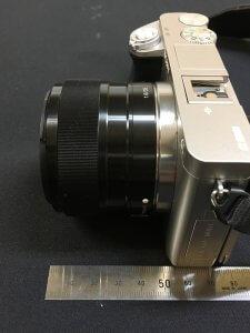 SEL35F18の全長は45mm