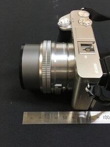 標準レンズの全長は50mm(電源オン)
